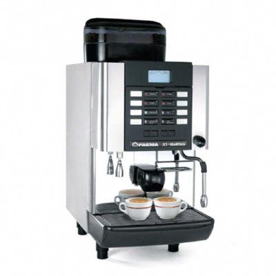 Faema Granditalia MilkPs X1 Süper Otomatik Espresso Kahve Makinesi, Saatte 200 Fincan Kahve Kapasiteli